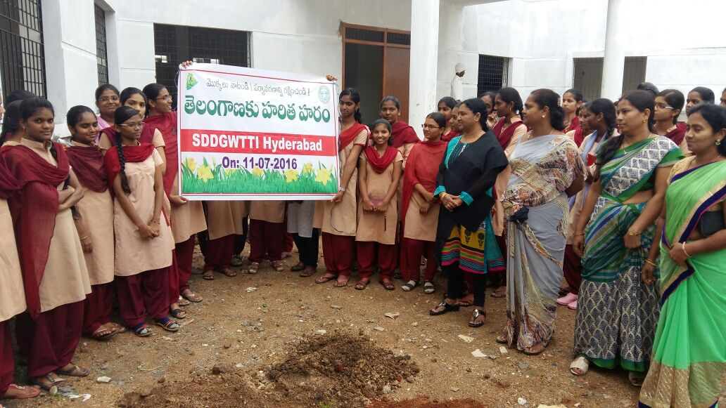 STUDENTS AND STAFF PARTICIPATING IN HARITHA HARAM IN SDGWTTI